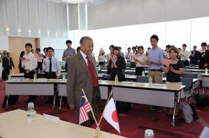 マレーシア元首相のマハティール・ビン・モハマド閣下と学生の対話集会を開催