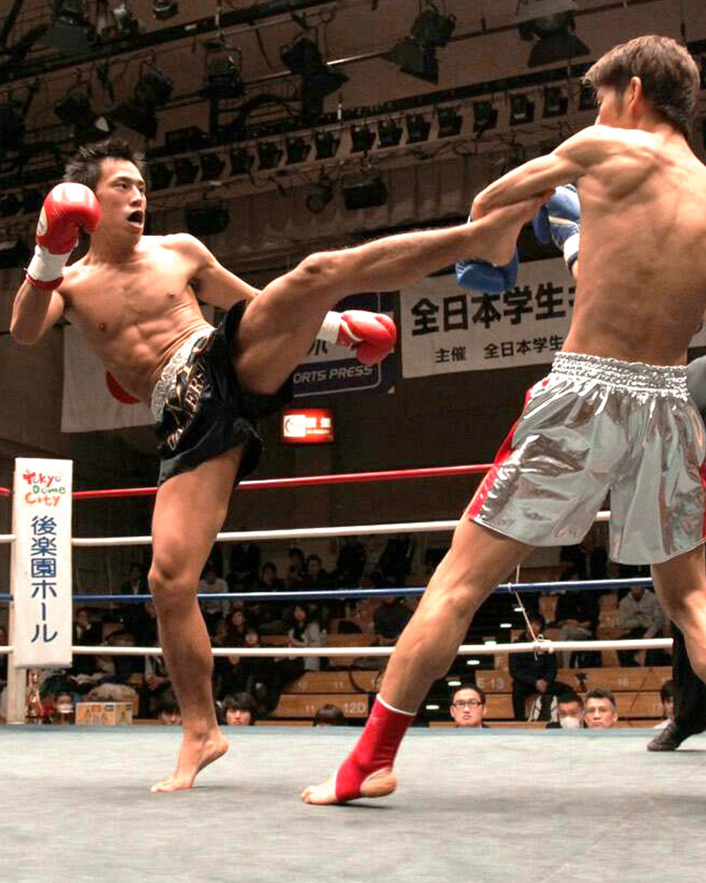 キックボクシング部背景写真 基本情報部会名キックボクシング部創部年 キックボクシング部