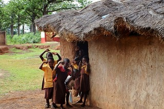 近くの村の子供たち(ガーナ)